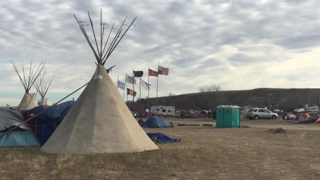 standing rock life broll of camp visit from robert kennedy from waterkeepers alliance and michael brune from sierra club - native american reservation stock videos & royalty-free footage