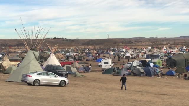 standing rock life broll of camp visit from robert kennedy from waterkeepers alliance and michael brune from sierra club - north american tribal culture stock videos and b-roll footage
