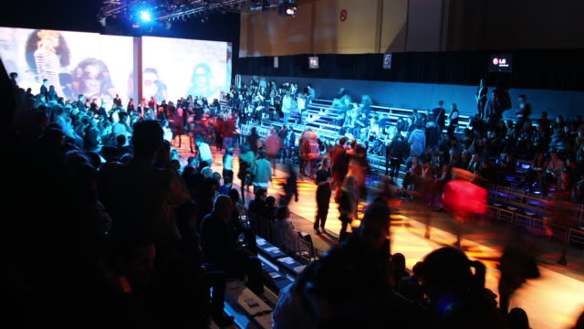 stands fill and empty at a runway show in toronto, canada. - modewoche stock-videos und b-roll-filmmaterial