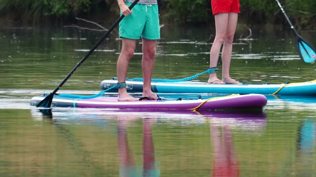 standup paddleboarders on the river brathay, ambleside, lake district, uk. - surfboard stock videos & royalty-free footage