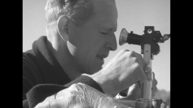 vídeos y material grabado en eventos de stock de stanley s sayres in slomoshun iv moves from dock and heads out onto lake washington / speed detection machine with dials / man peers through... - hidroplano