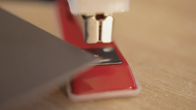 stapler on desk, stapling documents, close up 2 - ホッチキス点の映像素材/bロール