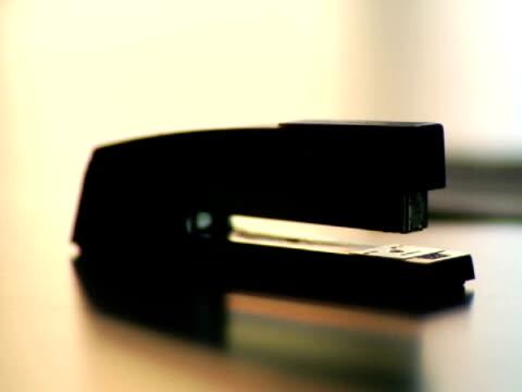 selective focus, cu, stapler on desk - ホッチキス点の映像素材/bロール