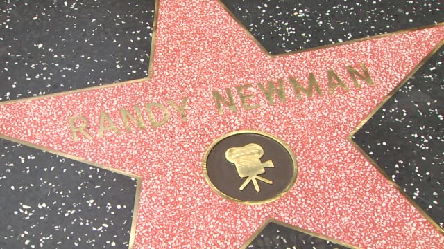 vídeos y material grabado en eventos de stock de star at the randy newman honored with a star on the hollywood walk of fame at hollywood ca. - randy newman