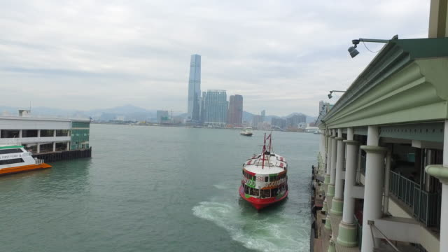 stockvideo's en b-roll-footage met star ferry approaching hong kong waterfront - hong kong, china - dichterbij komen
