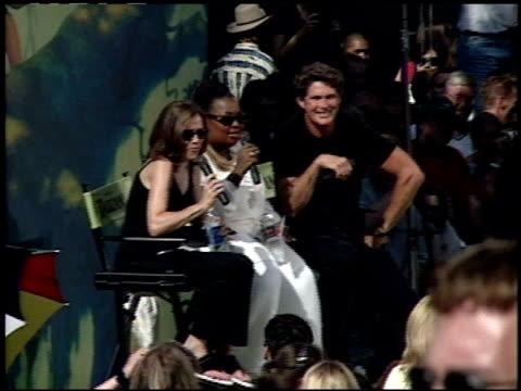 vídeos y material grabado en eventos de stock de star jones at the 'tarzan' premiere at the el capitan theatre in hollywood california on june 12 1999 - tarzán obra reconocida