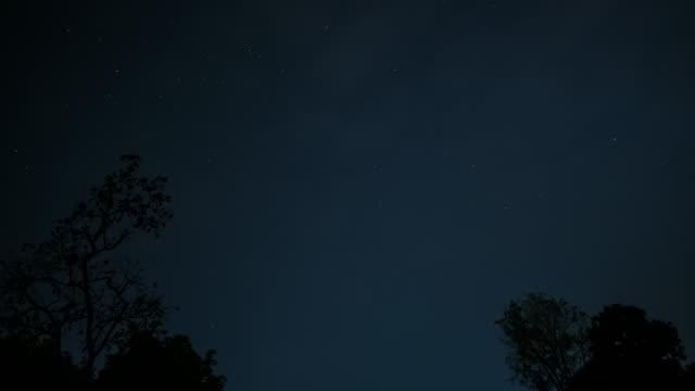 vidéos et rushes de star night time lapse - ciel étoilé