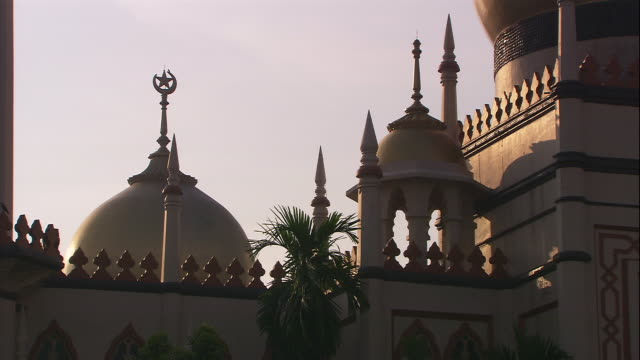 a star tops the dome of the sultan mosque in singapore. - sultan mosque singapore stock videos and b-roll footage