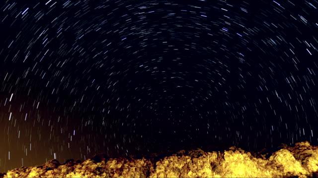 vídeos de stock e filmes b-roll de rasto de estrelas sobre a montanha - rx