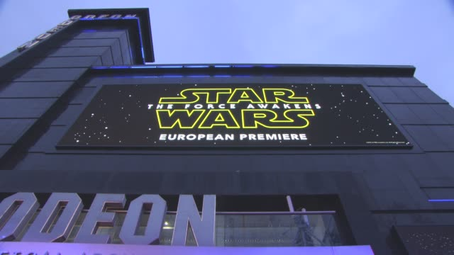 atmosphere 'star wars episode vii the force awakens' european premiere on december 16 2015 in london england - star wars stock videos & royalty-free footage