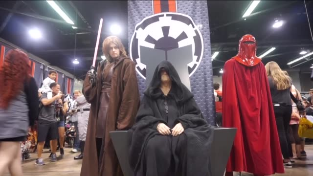 vidéos et rushes de star wars fans attend the star wars celebration the ultimate fan experience held at the anaheim convention center in anaheim ca on april 18 2015 the... - star wars titre d'œuvre
