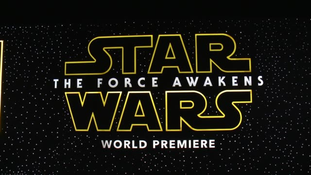 vídeos de stock, filmes e b-roll de atmosphere star wars the force awakens world premiere at tcl chinese theatre on december 14 2015 in hollywood california - guerra nas estrelas trabalho conhecido