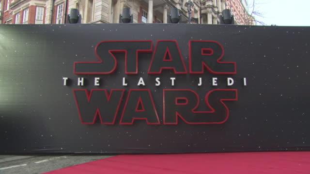 vídeos de stock, filmes e b-roll de atmosphere 'star wars the last jedi' european premiere at royal albert hall on december 12 2017 in london england - guerra nas estrelas trabalho conhecido