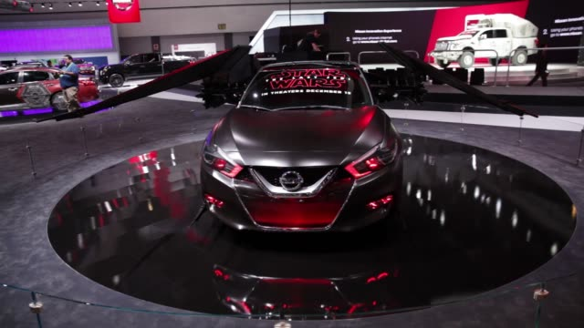 vidéos et rushes de star wars themed nissan vehicles are displayed during automobility la ahead of the los angeles auto show in los angeles california us on nov 30 2017... - star wars titre d'œuvre