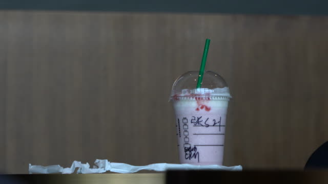 Starbucks announced on July 9th that it would ban the use of plastic straws in its 28 thousand stores before 2020