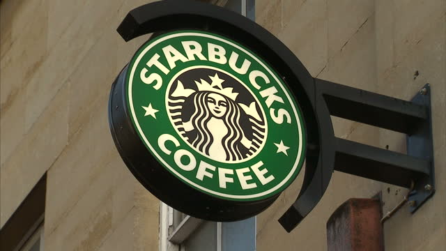 vídeos de stock, filmes e b-roll de starbucks became the first of the big multinational companies accused of not paying enough uk tax to buckle today revealing that it's talking to the... - starbucks