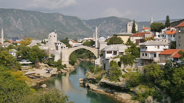 vidéos et rushes de stari most, mostar, bosnia and herzegovina - bosnie herzégovine