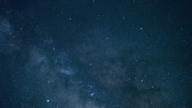 starry night sky in yaeyama islands, okinawa - 星点の映像素材/bロール