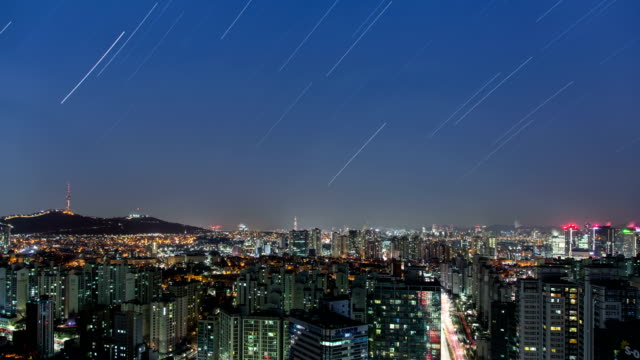 starry night view of city buildings and downtown district in jongno-gu, seoul - 流星点の映像素材/bロール