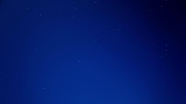 夜の星空のシーン スカイ 4 k の時間経過のビデオ - 流星点の映像素材/bロール