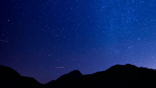 ローリングで星空シーン ヒルズ 4 k ビデオ - 星点の映像素材/bロール