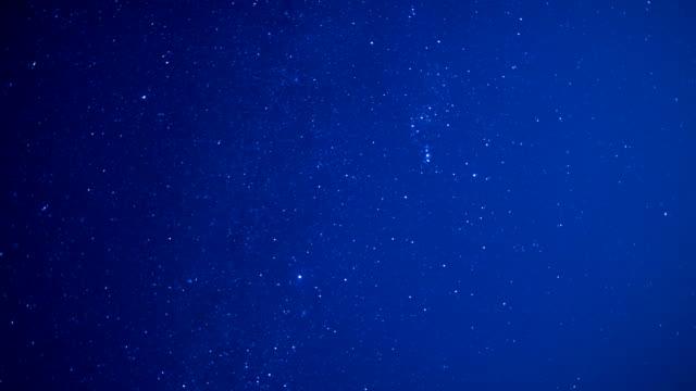 vídeos de stock e filmes b-roll de starry sky scene translation 4k video - rasto de estrelas