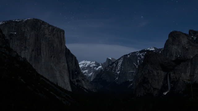 stars and moonlight move in the night sky over yosemite national park in california. - cliff stock videos & royalty-free footage