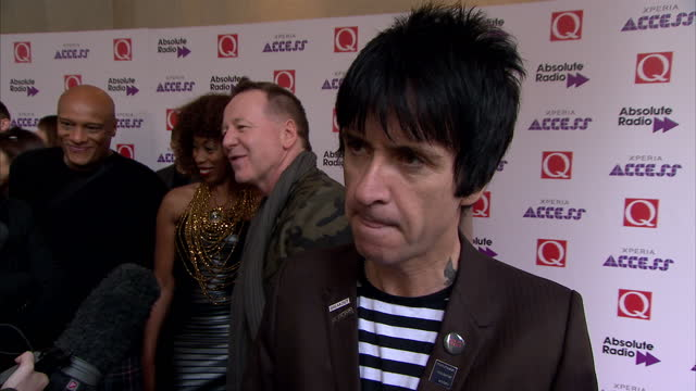 stars attend the q awards at the grosvenor house interior shots johnny marr answering question on potential smiths comebacks on october 22 2014 in... - ジョニー マー点の映像素材/bロール