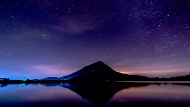 Stars in Bewegung in der Nacht.