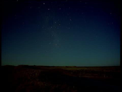 vídeos y material grabado en eventos de stock de stars over plain, riversleigh, queensland - pradera