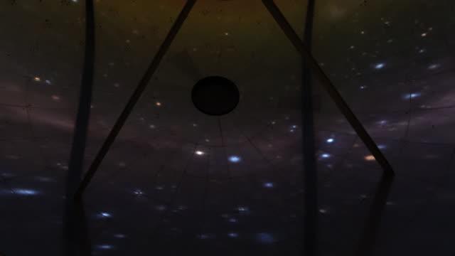 vidéos et rushes de stars reflected on a radio telescope - observatoire