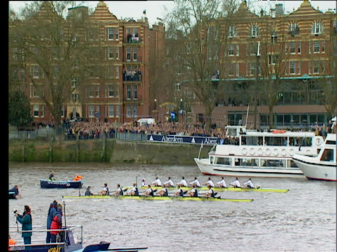 vídeos y material grabado en eventos de stock de start of 2003 university boat race between oxford and cambridge london - instituciones y organizaciones educativas