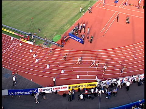 start of men's 800m, crane up as runners form into pack, 2004 crystal palace athletics grand prix, london - 800 metre stock videos & royalty-free footage