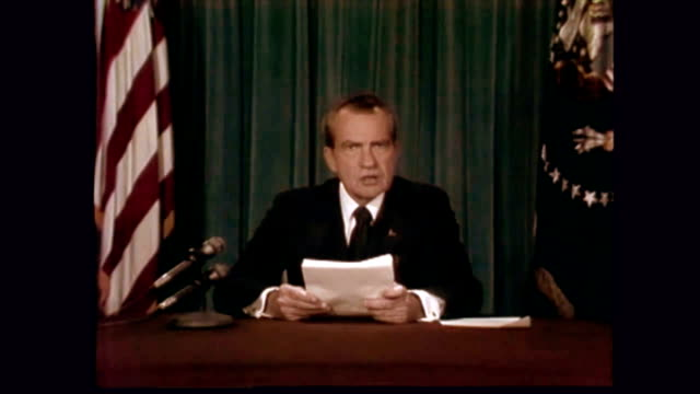 / start of president nixon giving his resignation speech including i have never been a quitter and therefore i shall resign the presidency effective... - 辞職点の映像素材/bロール