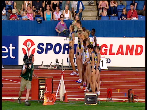 start of women's 5000m 2004 crystal palace athletics grand prix london - spielkandidat stock-videos und b-roll-filmmaterial