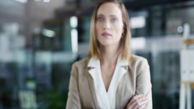 vídeos de stock e filmes b-roll de start taking your business seriously - braços cruzados