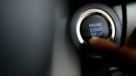 vídeos y material grabado en eventos de stock de arranque y parada del motor de un vehículo, cámara lenta - coche híbrido