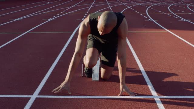 starting blocks - blocco di partenza per l'atletica video stock e b–roll