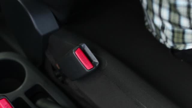 stockvideo's en b-roll-footage met starting car + audio - veiligheidsgordel