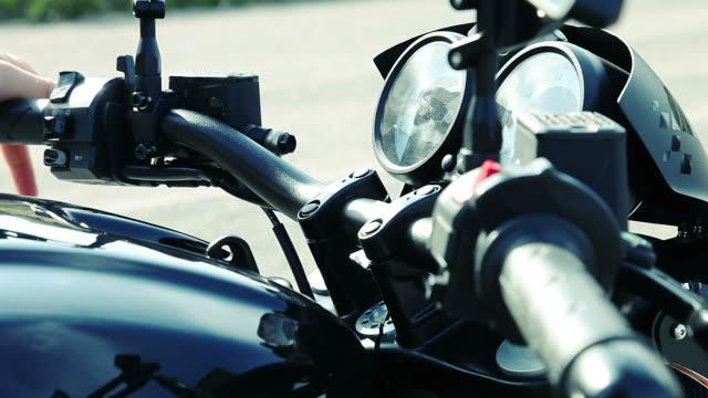 vídeos de stock, filmes e b-roll de a partir de motocicleta - motocicleta
