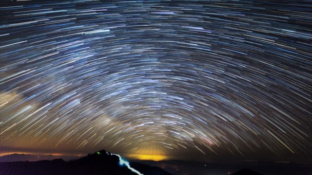 stockvideo's en b-roll-footage met star-trails time lapse - sterretje