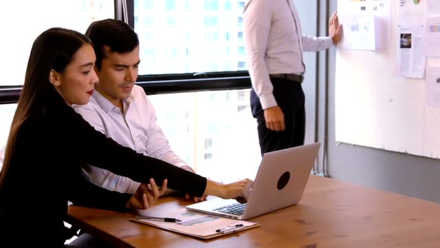 start-up meetings:business people talks with colleagues use app conference of business full hd video format. - full hd format stock videos & royalty-free footage
