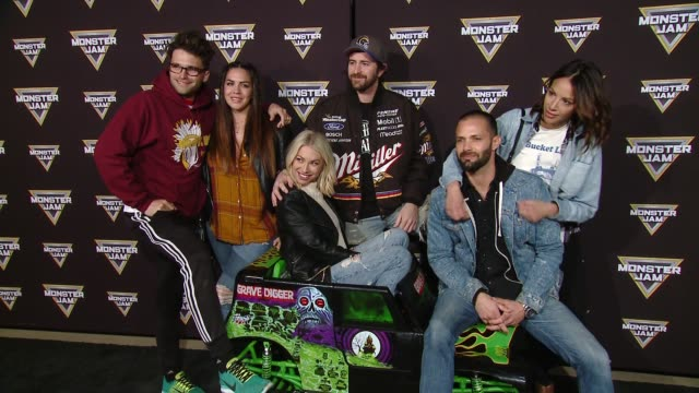 vídeos y material grabado en eventos de stock de stassi schroeder at monster jam celebrity event at angel stadium on february 24 2018 in anaheim california - angel stadium