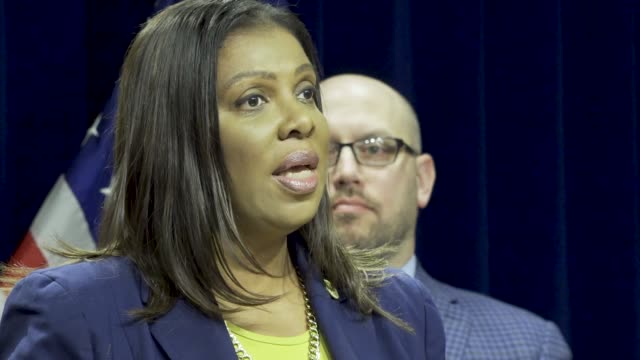 state attorney general letitia james hold press conference at 28 liberty street announced a lawsuit against the electronic cigarette company juul... - generalstaatsanwalt stock-videos und b-roll-filmmaterial