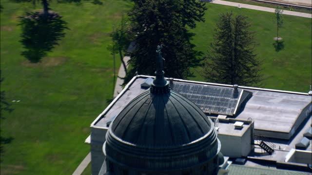 stockvideo's en b-roll-footage met state capitol - luchtfoto - montana, lewis en clark county, verenigde staten - montana westelijke verenigde staten