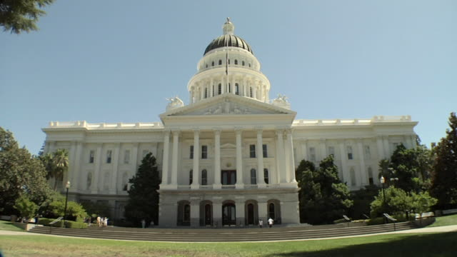 ws, state capitol building, sacramento, california, usa - federal building stock videos & royalty-free footage
