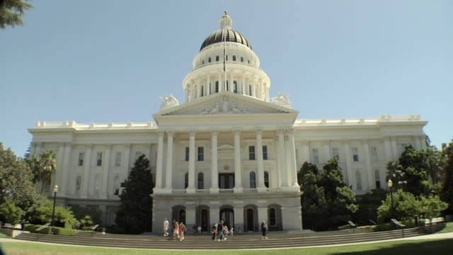 zo, focusing, ws, state capitol building, sacramento, california, usa - federal building stock videos & royalty-free footage