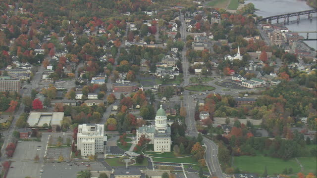 vidéos et rushes de aerial state capitol buildings and surrounding city, with fall foliage and the kennebec river / augusta, maine, united states - maine