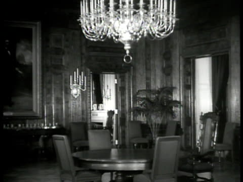 state dining room servant ms portrait of ex president abraham lincoln ms fireplace ms servant opening door to red room la ms chandelier red room... - abraham lincoln stock videos & royalty-free footage