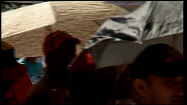 state funeral of hugo chavez reporter along through crowds - ウゴ・チャベス点の映像素材/bロール